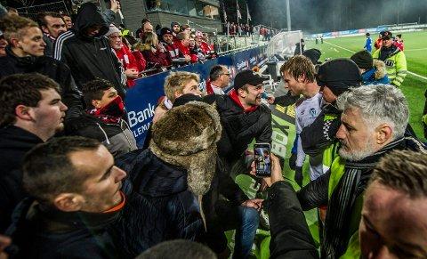 HUDFLETTET: Ulrik Flo ble kalt en skam av FFK-supporterne etter kampslutt.