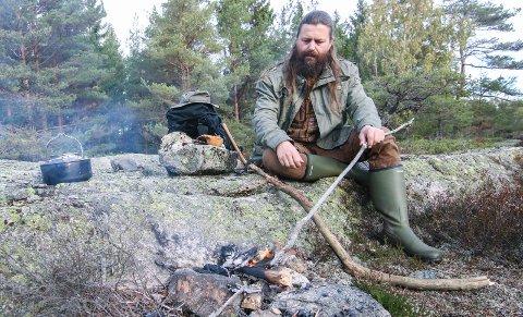 Inspirasjon: Bjørn Andreas Bull-Hansen henter mye inspirasjon i skogen når han skriver om vikingene.