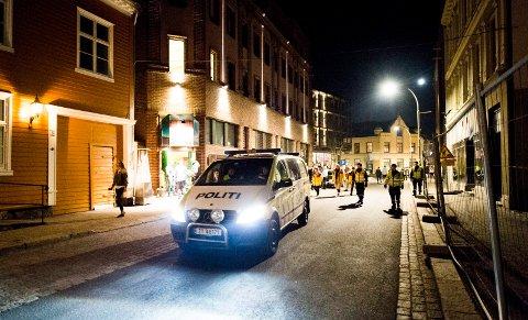 Mye politi i gatene sørget for lite bråk på byen natt til søndag.