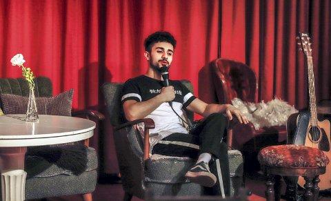 KONFERANSIER: Ahmed Sadik er fast konferansier og scenisk altmuligmann på Ung Scene. Dette gjør han her uke som frivillig.