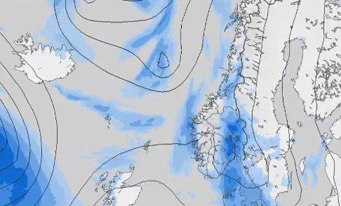Det blå på bildet er nedbør og viser værvarselet for førstkommende lørdag.