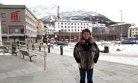 VIL KNYTTE STERKERE BÅND MED NARVIK: Marianne Bremnes mener det vil være naturlig for Harstad å jobbe tettere med Narvik og regionen rundt dersom for mye makt legges til Øst-Finnmark i den nye storregionen. - Det vil være naturlig for oss å se sørover hvis for mye makt legges til Øst-Finnmark på grunn av distansene, sier Harstad-ordføreren..