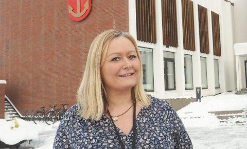 Fornøyd: Mona Nilsen har ledet arbeidsgruppen som tirsdag legger frem forslag til kommunevåpen for nye Narvik kommune. Hun er svært hemmelighetsfull om hva man har landet på. Arkivfoto: Terje Næsje