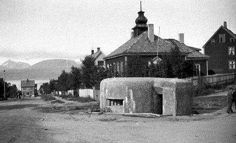 BUNKER: Bildet av denne bunkeren ved gamle Betania ved Rønningtomta i Narvik skapte stor diskusjon i Facebookgruppen Narvik før og nå. Mange hevdet bildet var manipulert, og mange sa de ikke kunne huske bunkeren. Men gamle kart og avisartikler beviser at den eksisterte. Bildet er tatt av en tsjekkisk tvangsarbeider rett etter andre verdenskrig.