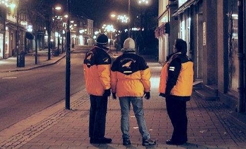 TRYGGE NÆRMILJØET: Natteravnene er en politisk og religiøs nøytral organisasjon som arbeider for å gjøre bysentrum og nærmiljø til trygge steder å være for alle. Organisasjonen etterlyser flere ravner i Horten.