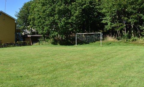 ÅSTED: I denne lille fotballparken i et nabolag i Rådmann Knudsens gate ble en mann i 20-årene ranet og stukket med en spiss gjenstand.