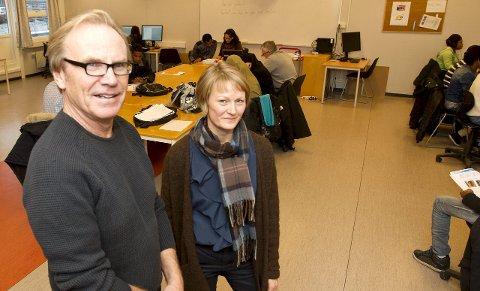 Hjelp til selvhjelp: – Språket er nøkkelen, men da er det viktig at vi rekker ut en hånd, sier Terje Maarud og Gry Høgberg. Foto: Kjell R. Hermansen