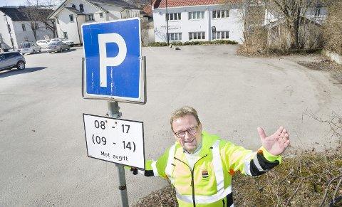 PARKERINGSTRØBBEL: P-plassen i Fjellgata er blant stedene det gis ut flest parkeringsbøter i Kongsvinger kommune. Parkeringssjef Kjetil Lein forteller at det som oftest gis bøter fordi det ikke betalt avgift.