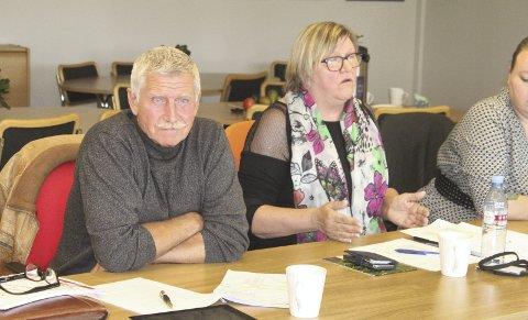 Sint: Roman Drazkowski og Kaja S. Haugen er sinte og oppgitte over budsjettsprekken på rådhuset. Samtlige politikere føler seg lurt, ettersom de hele tiden har fått beskjed om at budsjettet holdes. Bilder: Kenneth Mellem