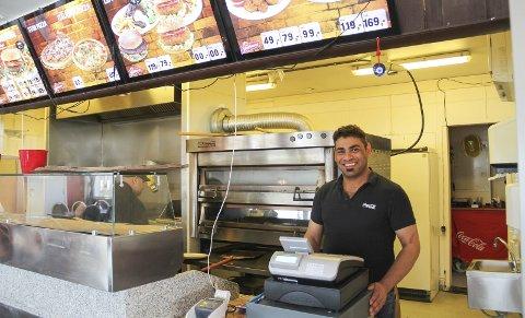 PLANER: Ny eier av forretningsbygget og innehaver av Snackbar'n, Mahmoud Al-Khafaji, satser på både uteservering og leiligheter.