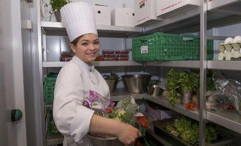 Til Trondheim: Henriette Grøndal Bjørnseth Olsen går restaurant- og matfag på Sentrum VGS og gleder seg til konkurransen. Bilder: Kjell R. Hermansen