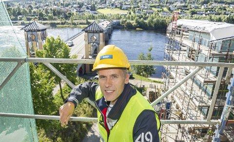 BYGGER: Administrerende direktør Kjell Bjarte Kvinge i Ø.M. Fjeld AS tror 2019 blir et bra år. Firmaet skal bygge for nesten tre milliarder kroner i løpet av året.FOTO: JENS HAUGEN