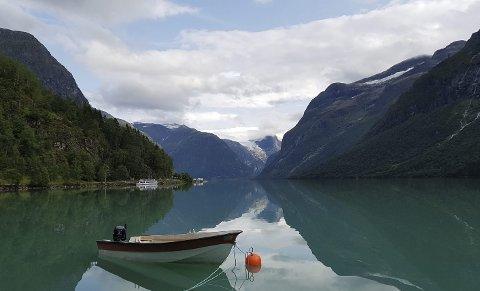 Norgesferie til Lovatnet: Bildet er sendt inn av Hans Christian Korslund.