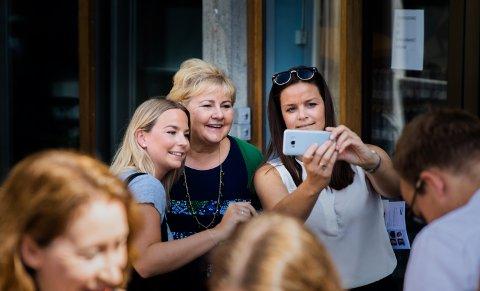 Illustrasjon: Statsminister Erna Solberg på turné gjennom Lillehammer ved en tidligere anledning.