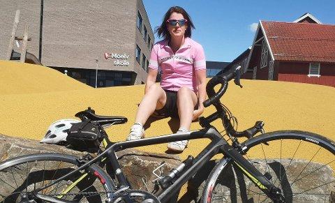 TILBAKE PÅ SYKKELEN: Mange ville nok hatt betenkeligheter med å stige opp på sykkelen igjen etter en slik ulykke som modølen Camilla Schjetne var involvert i for et snaut år siden, men 39-åringen har hele tiden hatt et stort ønske om å sykle igjen. Nå er hun tilbake på setet og planen var opprinnelige å sykle Lillehammer- Oslo i år, men det ble avlyst.
