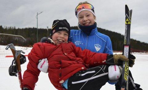 DOBBELTSEIER: Lars og Anna Heggen fra Harestua IL vant hver sin klasse på Lygna. For lillebror var dette hans første seier noensinne, noe storesøster viste å sette pris på.