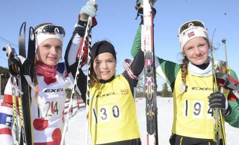 FLINKE JENTER: Oda Støen Kolkinn (i midten) vant for 15-åringer, mens Andrea Johnsrud (til venstre) ble nummer to. Hannah Johnsrud ble nummer to i 13-årsklassen.