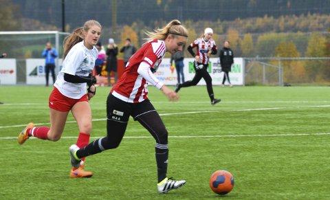 GOD KAMP: Marthe Aaserud var innblandet i alle målene til Hadeland KFK i seieren mot Otta/Sel.