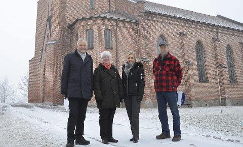 ORGELPENGER: Ivar Fjærtoft, Unni Sveistrup, Bjørg Skogli og Bjørn Ulset foran Tingelstad kirke.
