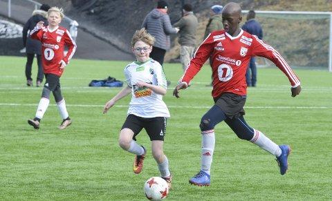 MÅLTYV: Abdalle Abukar er to år yngre enn medspillerne, men markerer seg som en skikkelig målscorer for Lunner FK. I kampen mot Hønefoss BK ble det to mål for elleveåringen.