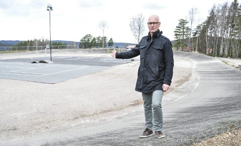 VELKOMMEN: Endelig får velodromen på Ystehede sin etterlengtede ansiktsløftning. –Ny asfalt skal legges i begynnelsen av mai, sier Tore Listou.