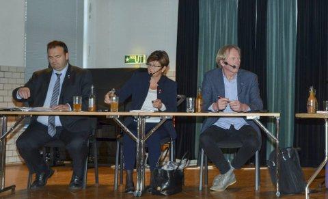 Ordførarane: Roald Aga Haug (Ap) seier den nye kommunen vil få god økonomi, kring 45. best i landet. Til høgre Solfrid Borge (Sp) og Jon Larsgard (Sp).