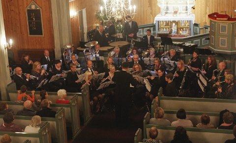 Odda Musikklag inviterer: Søndag er det den tradisjonelle julekonserten i Odda kirke  med sangglade gjester. Arkivfoto