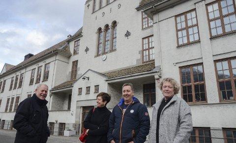 Skolen er 100 år: Denne gjengen legger opp til folkefest i Tyssedal 8. juni. F.v. Gunnar Leivestad, Bente M. Seim, Frank Søfteland og Jane Ripley. Foto: Ernst Olsen