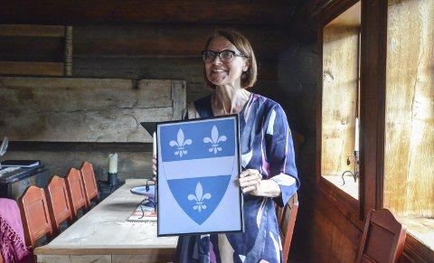 Kultur- og idrettssjef: Else Marie Sandal har takka ja til tilbodet. Her med våpenskjoldet som var klar vinnar i folkeavstemminga. Arkivfoto: Mette Bleken