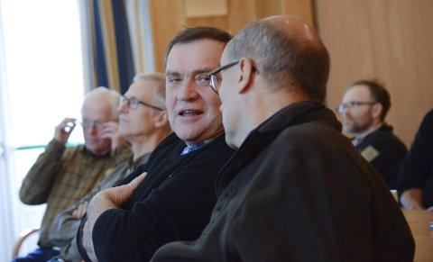 Fjellstyreformenn: Lars Kristian Eidnes og Eivind Tokheim (t.h.). Fellesstyret hadde på førehand gitt Tokheim og Langesæter fullmakt til å oppheva fredinga.