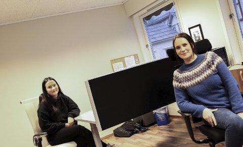 Opplæringskontoret for Hardanger: Liv Helen Melkeraaen Hauso (19) og Wenke Skudal (44) starta nyleg i jobb ved Opplæringskontoret for Hardanger. Dei ser fram til å jobbe med lærlingane i regionen.foto: inga øygard Jaastad