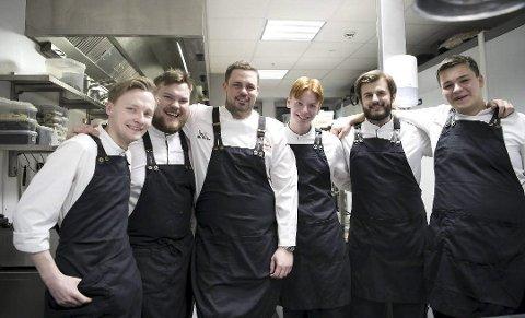 Får stjerne: Her er teamet som har fått tildelt Michelin-stjerne. F.v.: Martin Viken, Erlend Stueland, Kristian Bratten Vangen, Even Trovik, Carl Henrik Saudan og Jan Ogrodnik.Foto:SKJALG EKELAND / BA