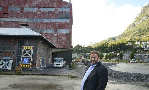 Fornøyd og glad: Ordfører i Ullensvang, Roald Aga Haug (Ap), jubler for at prosjekt kollektivterminal i Ovn 3 endelig er fullfinansiert. Foto: Ernst Olsen