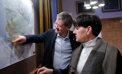 Ordfører Arne Christian Mohn og May Britt Vihovde (V) får besøk fra Bergen. Ett av spørsmålen som skal diskuteres, er hvor grensen for en vestlandsregion skal gå. Skal den gå i Boknafjorden?