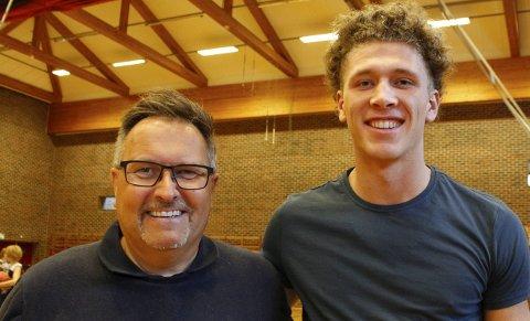 STOLT LEDER: Styreleder i  Haugesund Basketballklubb, Trygve Halvorsen (t.v.), legger ikke skjul på at klubben er stolt over ha fostret en så god spiller som Mikal Gjerde.