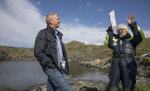 TRENGER PENGER: Åge Wee (t.v.) og Lars Einar Hollund ber private og bedrifter om penger til hestene i Kvalsvik. .             FOTO: GRETHE NYGAARD