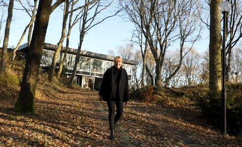 Karmøy 0911 2019 Eier Signe Storesund viser sin 60-tallsbolig som er nyoppusset