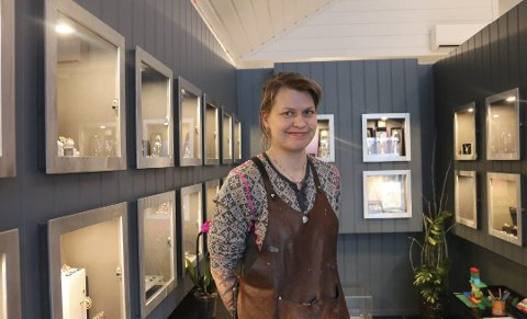 OMSKOLERT: May Helen Bleie (34) fører arven etter gullsmed Jacob Carlsen videre.
