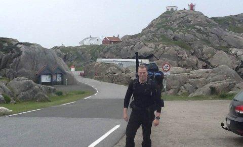 Kristian Skravlå Røilid: Han skal gå fra Lindesnes til Nordkapp, og mest mulig i terrenget og fjellet. I går var han klar til start.foto: Per Arne Mikkelsen