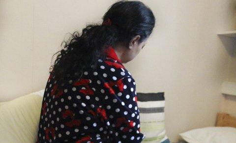 Engstelig: Fatema (36) er gravid i fjerne måned og venter tvillinger. Hun er syk, og lengter hjem til ektemannen.Foto: Jill Mari Erichsen