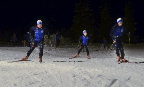 Sjåmoen: Viljar Henriksbø Gjerstad, Brage Henriksbø Gjerstad og Trym Henriksbø Gjerstad konstaterer at skiforholdene på Sjåmoen er fine.