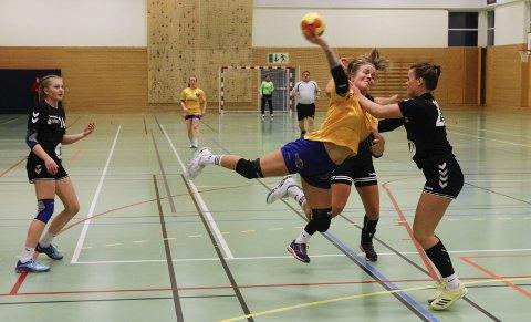 INNSATS: Ida Styve går alltid foran med et godt eksempel når det gjelder innsats og stå-på vilje. Hun scoret fire mål i første omgang.