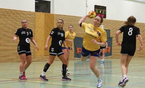 TOPPSCORER: Line Von Bargen scoret sju mål i kampen, og ble SILs toppscorer. Laget hennes er litt ujevnt besatt og de tapte klart mot serielederen.  FOTO: PER VIKAN