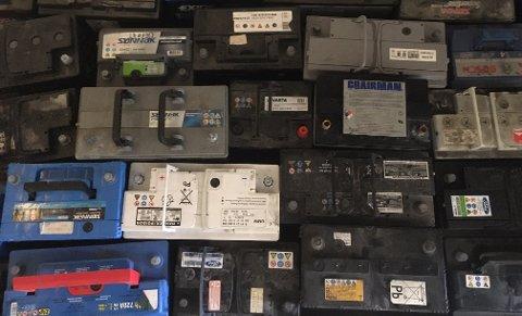 Bilbatterier tatt i beslag natt til onsdag av politiet i Mosjøen.