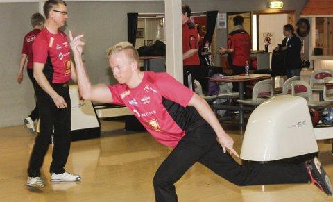 FLYTTET TIL TRONDHEIM: I fjor spilte Mathias Reinertsen for Syv Søstre bowlingklubb. Her er han i aksjon i Nordland Tournament i fjor vår.   FOTO: PER VIKAN