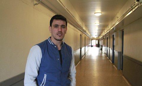 TILBAKE I VADSØ: Ibrahim Aslattouf (28) fra Syria kom til Oscarsgata mottak i Vadsø for første gang i høst. I desember ble han sendt tilbake til Russland, men etter å ha oppholdt seg i skjul i Tyrkia, får han nå en ny sjanse i Norge.