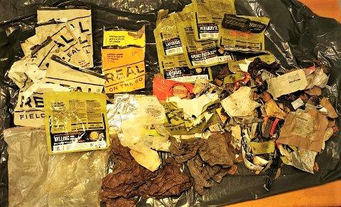 IKKE REAL OPPFØRSEL: Her ser vi mengdene med søppel etter at noen har spist turmat ute i Porsanger-naturen, og ikke giddet å ta med seg søppelet hjem.