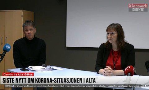 PRESSEKONFERANSE: Rådmann Bjørn-Atle Hansen og ordfører Monica Nielsen under pressekonferanse fredag.