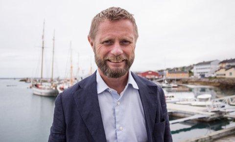 HOLDT PRESSEKONFERANSE: Regjeringen og helseminister Bent Høie kom med nye råd og anbefalinger onsdag.