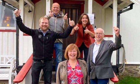 TOMMEL OPP: Partileder Trygve Slagsvold Vedum, her sammen med fylkesleder Trine Fagervik, stortingsrepresentantene Willfred Nordlund og Siv Mossleth, samt gruppeleder i Nordland, Karl Hans Rønning.